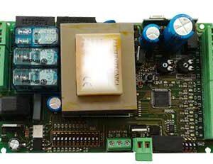 AUTUN6 - Centralina di comando 230Vac per automazioni ad anta battente, scorrevole e basculanti con regolazione amperometrica.